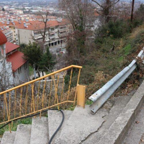 Βέροια: Επικίνδυνο σημείο σε δρόμο προς το Πασακιόσκι. Υποχώρησαν οι μπάρες ασφάλειας