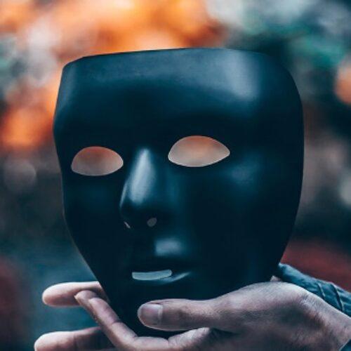 """""""Το Πρόσωπο και το Προσωπείο στην ποίηση"""" γράφει ο Ηλίας Γιαννακόπουλος"""