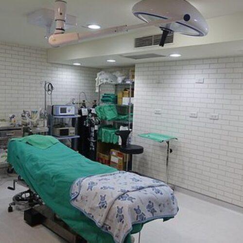 ΚΙΝΑΛ: Η Κυβέρνηση επιβάλλεται να προχωρήσει και στην επίταξη των μεγάλων  ιδιωτικών κλινικών