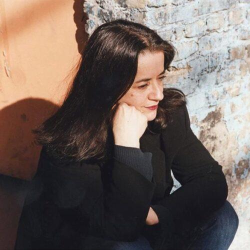 Ελένη Καραΐνδρου: Η επιλογή  της Α. Ζαννή για τον εθνικό ύμνο δείχνει άγνοια και έλλειψη σεβασμού στην τέχνη