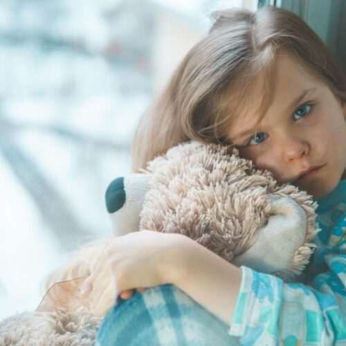 Έρευνα: Αύξηση των επιπέδων στρες, μοναξιάς και θυμού σε παιδιά καιεφήβους έφερε η πανδημία
