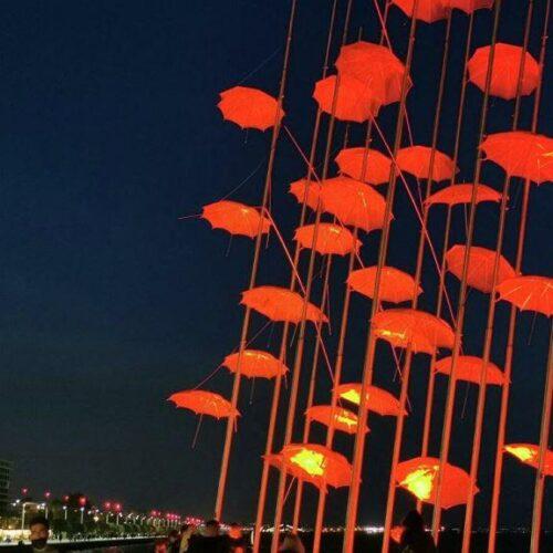 Θεσσαλονίκη - Μεγάλη Πέμπτη: Κόκκινες οι Oμπρέλες της σύμφωνα με το έθιμο