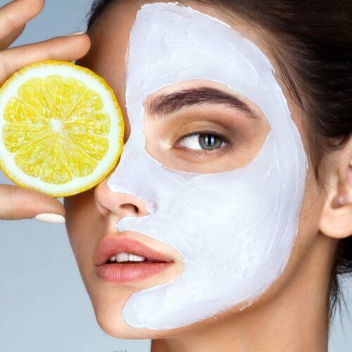 Λεμόνι στο πρόσωπο: Ιδιότητες, παρενέργειες και συνταγές για μάσκα ομορφιάς