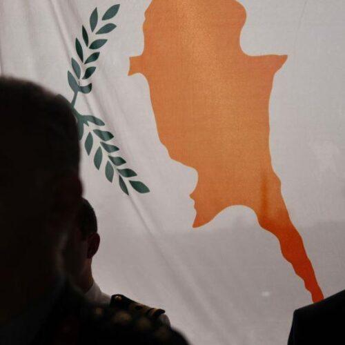 Ενόψει νέας βρετανικής πενταμερούς: Πίσω στις πρακτικές πίεσης (2004) πάνω στους Έλληνες της Κύπρου