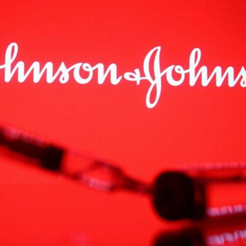 Εμβόλιο Johnson & Johnson: Γιατροί θεράπευσαν σπάνια θρόμβωση