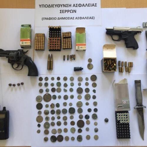 Σέρρες: Συνελήφθησαν 2 αδέλφια  όπου στο σπίτι τους εντοπίστηκαν πάνω από 90 αρχαία νομίσματα