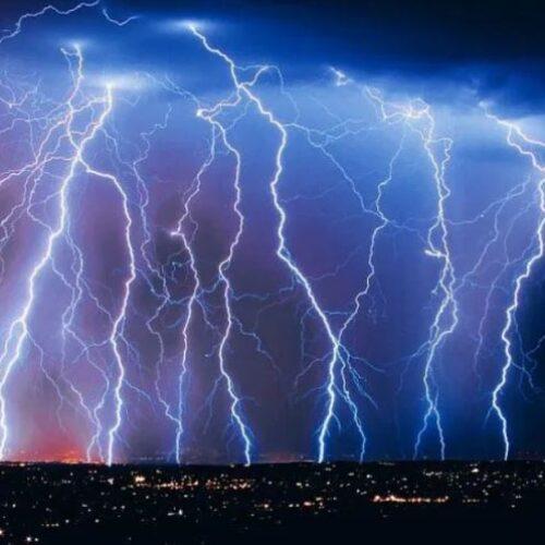 ΕΜΥ: Ισχυρές βροχές και καταιγίδες με κατά τόπους χαλαζοπτώσεις μεγάλη συχνότητα κεραυνών