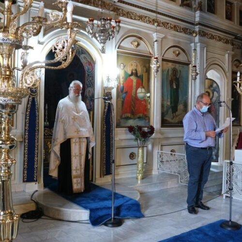Ο αποχαιρετισμός του Δημάρχου Δίου Ολύμπου, Βαγγέλη Γερολιόλιου, στο Νίκο Κουκουτάτσιο