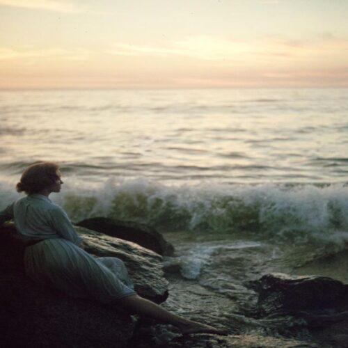 Βιβλίο / Νόρα Πυλόρωφ «Έρωτας Μάγος» - Παίζοντας με το παρελθόν και τις σκιές του