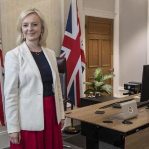 """H νέα βρετανίδα υπ. Εξωτερικών, ο «αόρατος» Ajay Sharma και η «σχιζοφρενική» βρετανική πολιτική"" γράφει η Φανούλα Αργυρού"