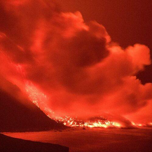 Λα Πάλμα: Έφτασε στον ωκεανό η λάβα από το ηφαίστειο – Εντυπωσιακές εικόνες (photos / video)