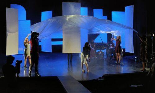 Η παράσταση ενηλίκων «Viral Thess» από το Μικρό Βορρά στην Θεσσαλονίκη τον Οκτώβριο