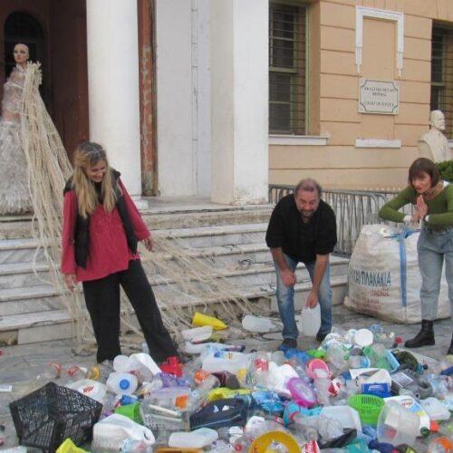 Βέροια: Ξεκίνησαν οι καλλιτεχνικές - οικολογικές δράσεις ευαισθητοποίησης για τη θαλάσσια ρύπανση στην Πλατεία Ωρολογίου