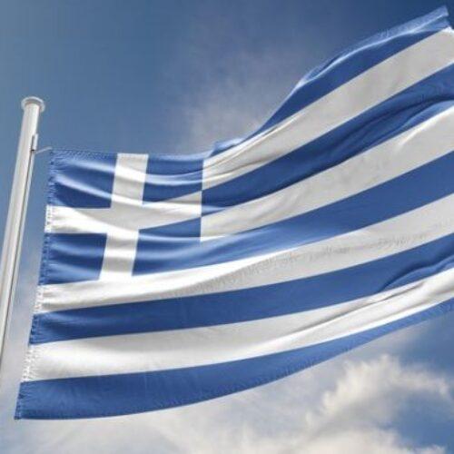 """Έλενα Ακρίτα: """"Μήπως εκχωρούμε την ελληνική σημαία στους φασίστες;"""""""