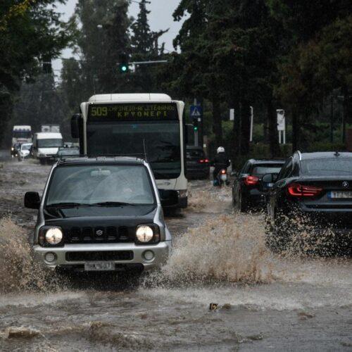 Σαρώνει ο «Μπάλλος» τη χώρα (live χάρτης) – Πλημμύρες και διακοπές ρεύματος και στην Αττική