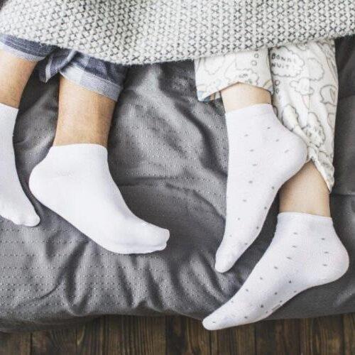 Ύπνος με κάλτσες: Η συνήθεια με περισσότερα από 8 οφέλη